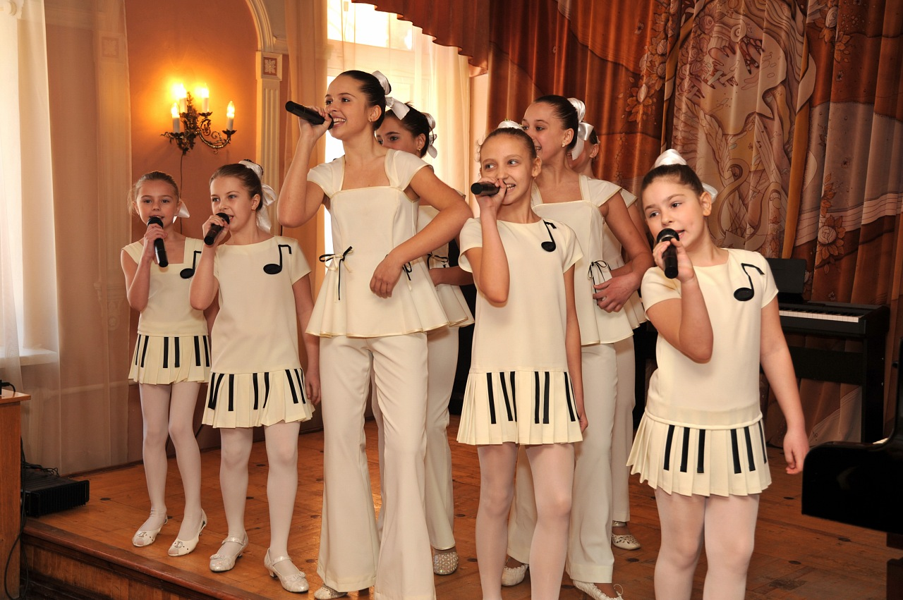 Концертные костюмы для детей вокального ансамбля фото